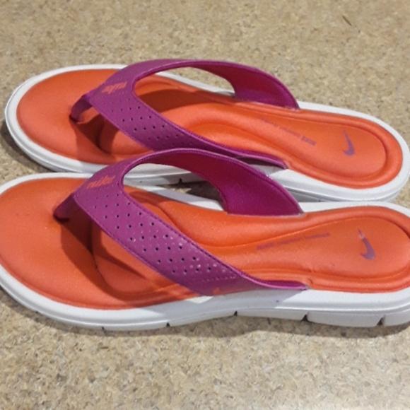 77a10c1c16a7 Nike PURPLE  ORANGE WHITE memory foam FLIP FLOPS. M 5cb1f2a610f00f006177b9eb